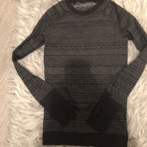 NEW WITHOUT TAGS LULU LONG SLEEVE